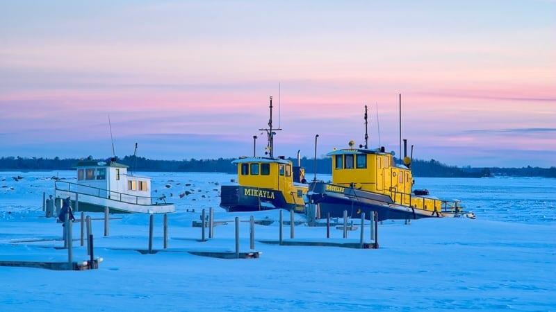 Rick-McCutcheon-10-Tugs-Frozen-in-Time