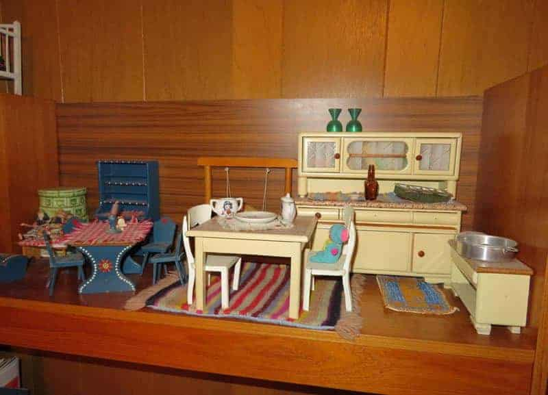 Sigi White - 6 Really Old Toys